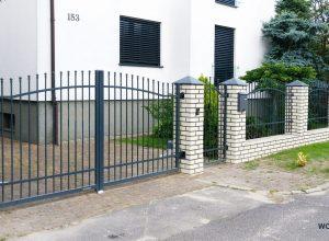 Brama-ogrodzeniowa-dwuskrzydlowa-wisniowski-realizacja-woka-poznan-warszawska-furtka-posesyjna (5)